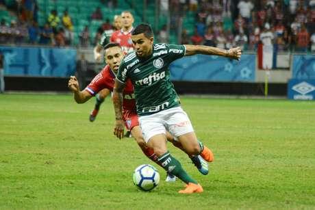 Dudu domina a bola pelo Palmeiras