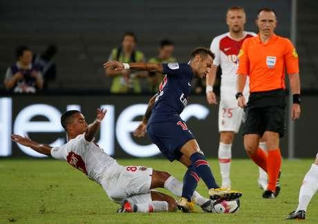 Neymar em ação contra o belga Tielemans