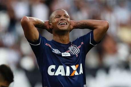 Sánchez lamenta chance perdida pelo Santos