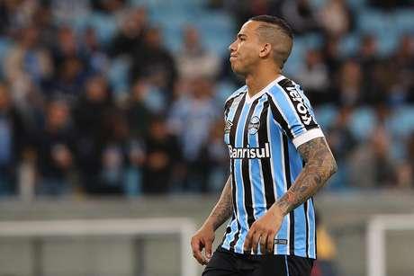 Jael perdeu pênalti para o Grêmio no primeiro tempo