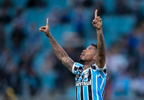 Marinho comemora gol pelo Grêmio