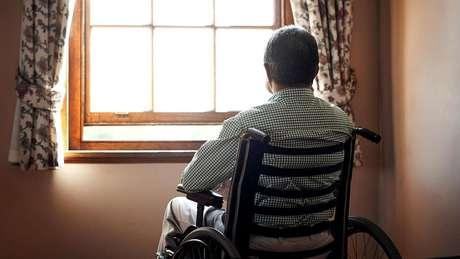 Pessoas mais velhas têm mais propensão a perder sua língua nativa se passaram por eventos traumáticos
