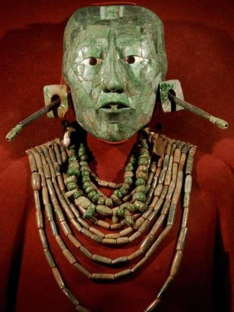 A máscara funerária do Rei Pacal é exibida na Cidade do México
