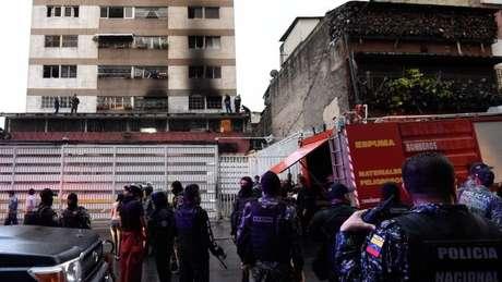 Bombeiros disseram que o incidente foi, na verdade, uma explosão de gás num prédio próximo ao local onde Maduro discursava