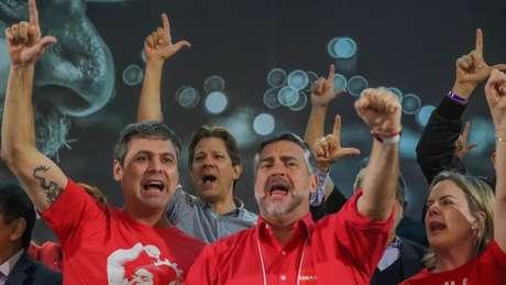 A cúpula petista está em compasso de espera, aguardando Lula. Da esq. para a dir: Lindbergh, Haddad, Paulo Pimenta e Gleisi Hoffmann