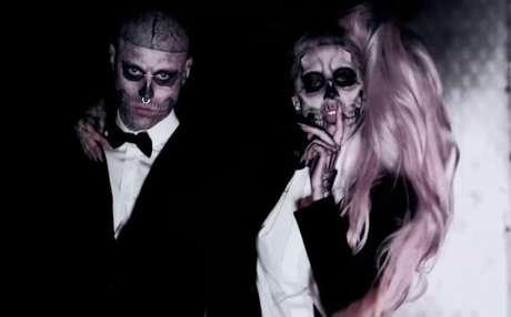 Zombie Boy e Lady Gaga em cena do clipe 'Born This Way'.