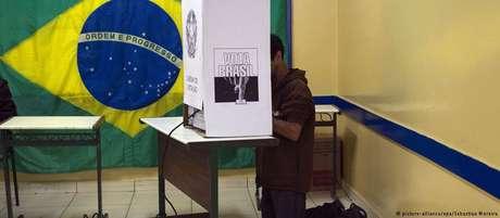 Eleitor vota no primeiro turna do pleito de 2014 em São Paulo