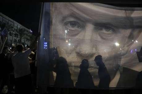 Multidão protesta contra lei que define Israel um país judeu