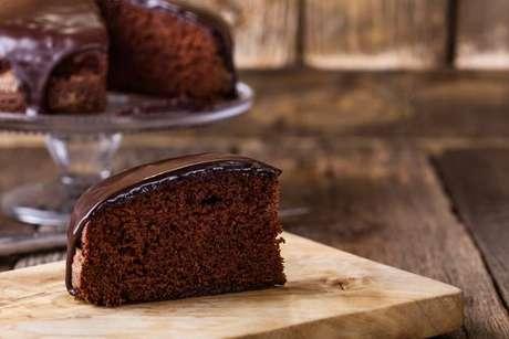 Fatia de bolo de chocolate de liquidificador