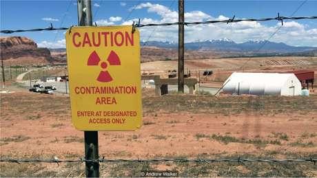 Andrew Walker visitou antigas minas de urânio e muitos outros locais de radiação em suas viagens