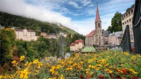 Na cidade austríaca de Bad Gastein, turistas de spas buscam aumentar o bem-estar respirando o gás radônio