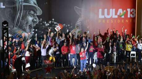 PT lança candidatura de Lula, apesar de ex-presidente estar condenado e, portando, inelegível segundo a Lei da Ficha Limpa