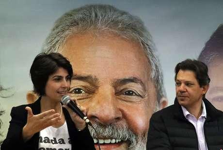 Manuela D'Ávila durante entrevista coletiva em São Paulo 07/08/2018 REUTERS/Paulo Whitaker