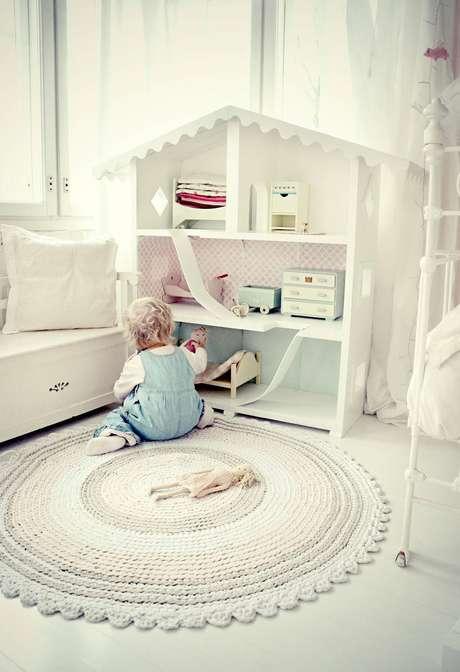 2. Tapetes decrochê mais claros em quartos de bebê ficam um mimo