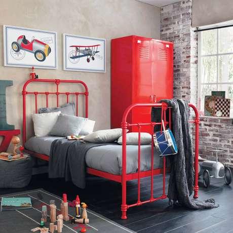 19. O quarto vermelho e cinza fica super moderno – Foto: Pinterest