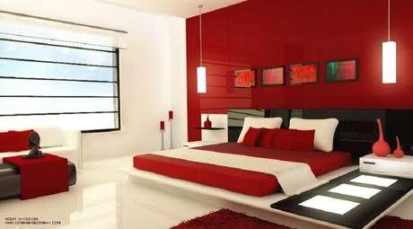 5. É importante investir em uma boa iluminação para o quarto com parede vermelha – Foto Interior Design Ideas