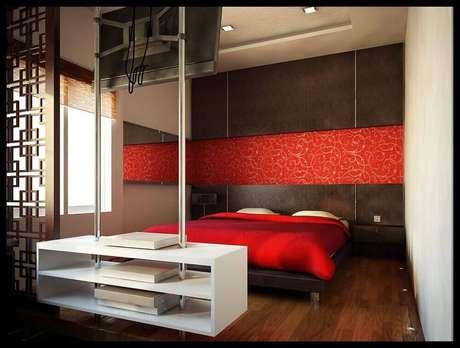 22. Que tal investir em papel de parede para quartos vermelhos? – Foto: Interior Design Ideas