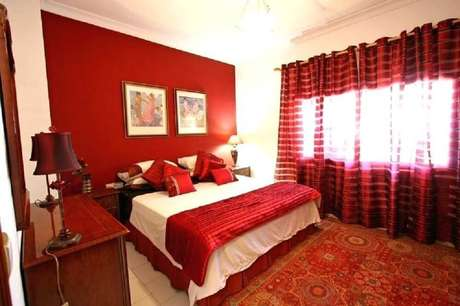 32. Decoração simples para quarto vermelho – Foto: Awstores