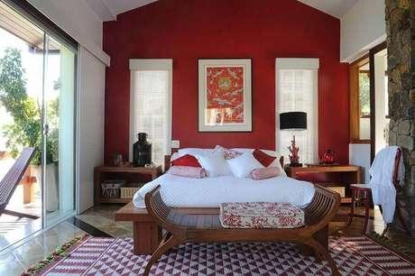 8. Existem diversas tonalidades de vermelho para incrementar a decoração do seu quarto, escolha a que mais te agrada – Foto: Viva Decora