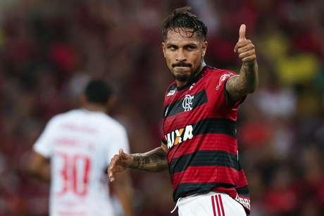 O atacante Paolo Guerrero em campo pelo Flamengo