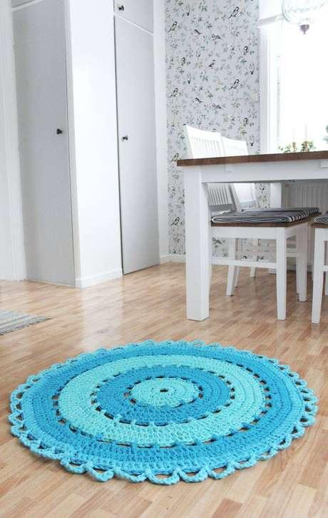 21. Você pode colocar um tapete de crochê na sala de jantar