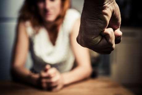 Quase dez mil mulheres foram vítimas de feminicídio ou tentativas de homicídio por motivos de gênero nos últimos 9 anos, segundo levantamento da Central de Atendimento à Mulher (Ligue 180)