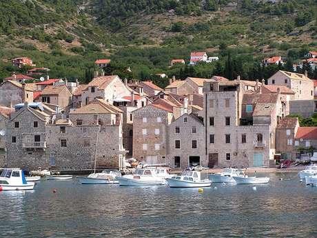 Barjoska Bay, onde foram  gravadas a maioria das cenas