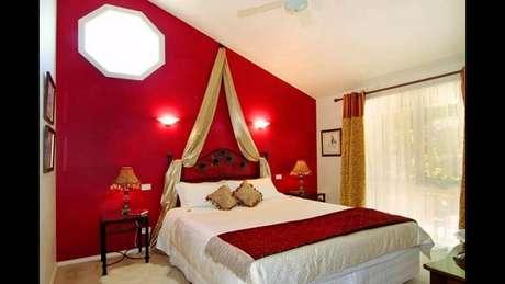 49. Inspiração de quarto vermelho decorado Foto: Pinterest