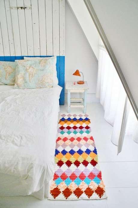 15. Tapetes de crochê com formas geométricas são ótimas opções