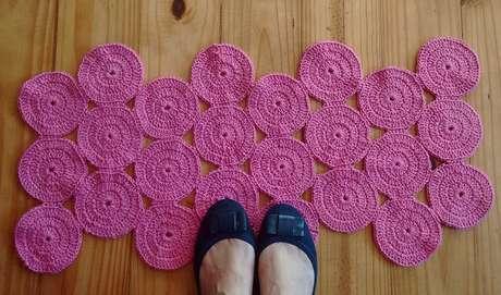 Tapetes de crochê ficam lindos no ambiente
