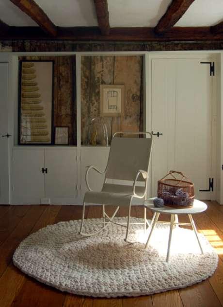 47. Tapete de crochê na varanda deixa o ambiente mais confortável