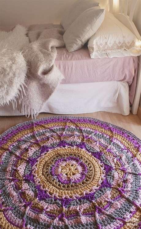 19. Tapete lindo de crochê em formato de mandala