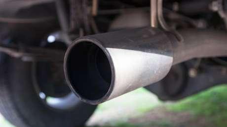 Nos Estados Unidos, a principal fonte de partículas PM2.5 é a fumaça liberada pelo cano de descarga dos automóveis