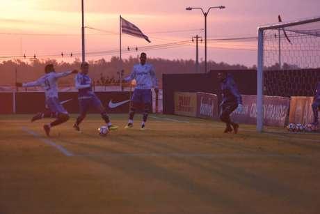 Palmeiras treinou no complexo da Conmebol, em Assunção