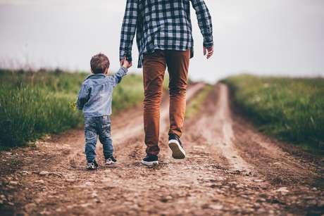 Na proximidade do Dia dos Pais, homenageie também os pais espirituais