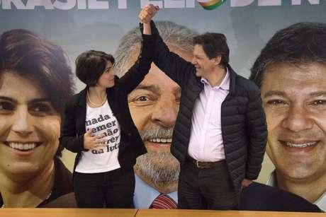 Fernando Haddad (PT) e Manuela d'Ávila (PCdoB) em entrevista coletiva após lançamento da candidatura de Lula