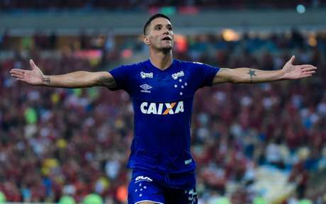 Thiago Neves marcou o segundo gol da Raposa (Foto: Thiago Ribeiro/AGIF)