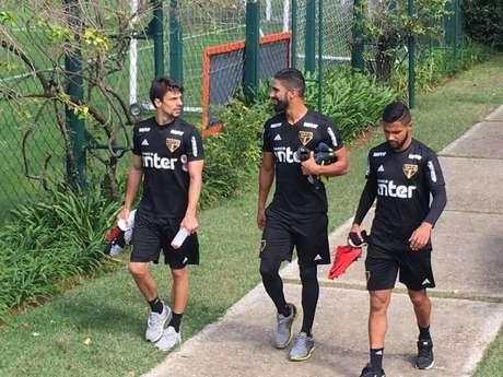 Rodrigo Caio, Tréllez e Caíque antes do jogo-treino desta manhã - FOTO: Fellipe Lucena