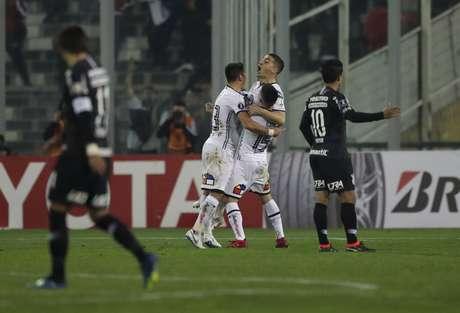 Após a derrota por 1 a 0 para o Colo-Colo, no jogo de ida das oitavas de final da competição nesta quarta-feira, o Corinthians terá que fazer algo que não consegue há 18 anos: virar um mata-mata de Libertadores