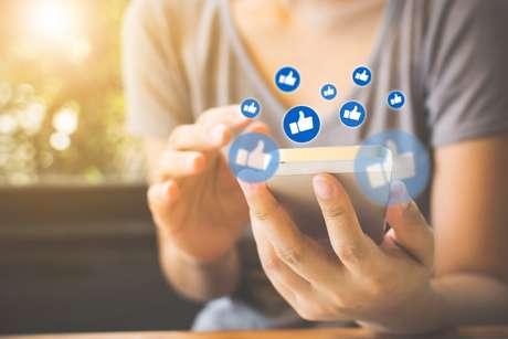 Rede social tem ferramenta que solta balões quando a palavra 'parabéns' é escrita
