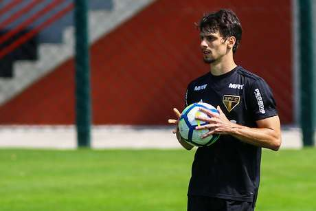 Rodrigo Caio em treino do São Paulo no CT da Barra Funda