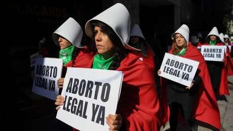 A Argentina, por pouco, não se tornou uma opção a mais para mulheres que buscam fazer aborto legal fora do país. Proposta que legalizaria a prática foi derrubada com sete votos de diferença