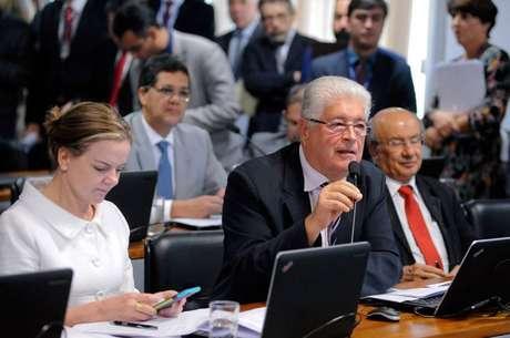 Senadores Roberto Requião (MDB) e Gleisi (PT) serão candidatos