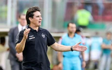 Thiago Larghi orienta time do Atlético-MG