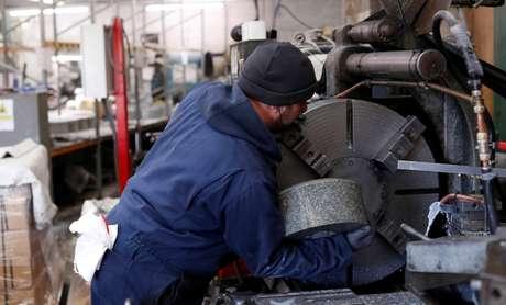 Funcionário trabalha em fábrica na Escócia, Reino Unido 11/01/2018 REUTERS/Russell Cheyne