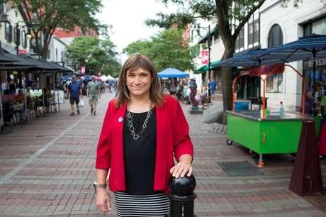 Pré-candidata democrata ao governo de Vermont Christine Hallquist posa para foto em Burlington, em Vermont 08/08/2018 REUTERS/Caleb Kenna