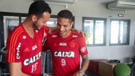 Em seu último dia de contrato, Guerrero de despediu dos companheiros no Ninho (Foto: Gilvan de Souza/Flamengo)