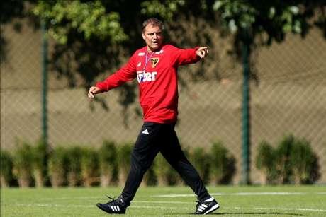 Diego Aguirre durante treino do São Paulo no CT da Barra Funda (Foto: Luis Moura/WPP)