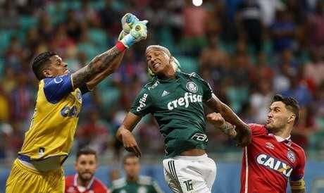 Deyverson foi expulso na partida contra o Bahia e será julgado pelo STJD (Foto: Cesar Greco)