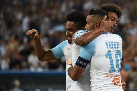 Jogadores comemoram a vitória (Foto: AFP)